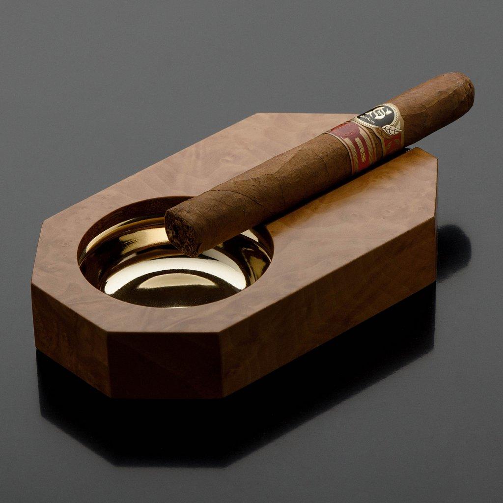Сигара и пепельница. Предметная фотосъемка